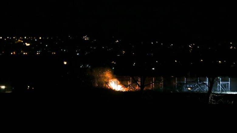 Ένταση στον Έβρο: Επιχείρησαν να ρίξουν τον φράχτη με φλεγόμενο δέντρο