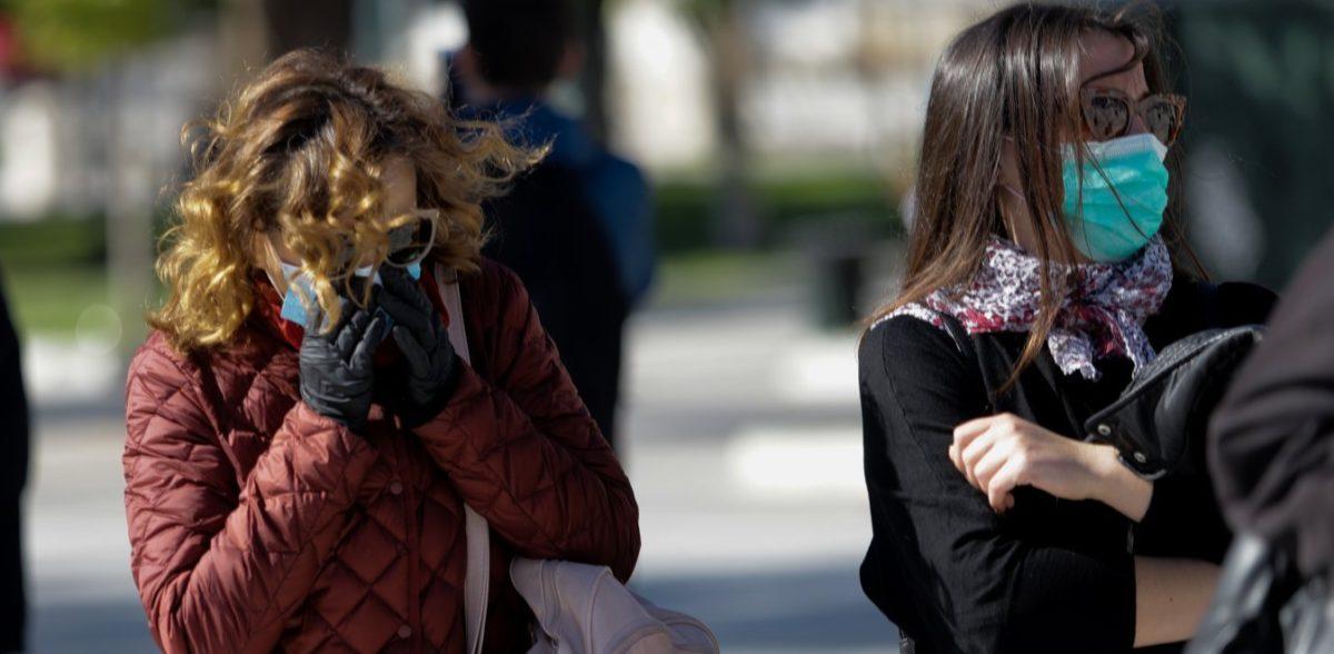 Πνευμονολόγος: Τα γάντια δεν προστατεύουν καθόλου από τον κορονοϊό