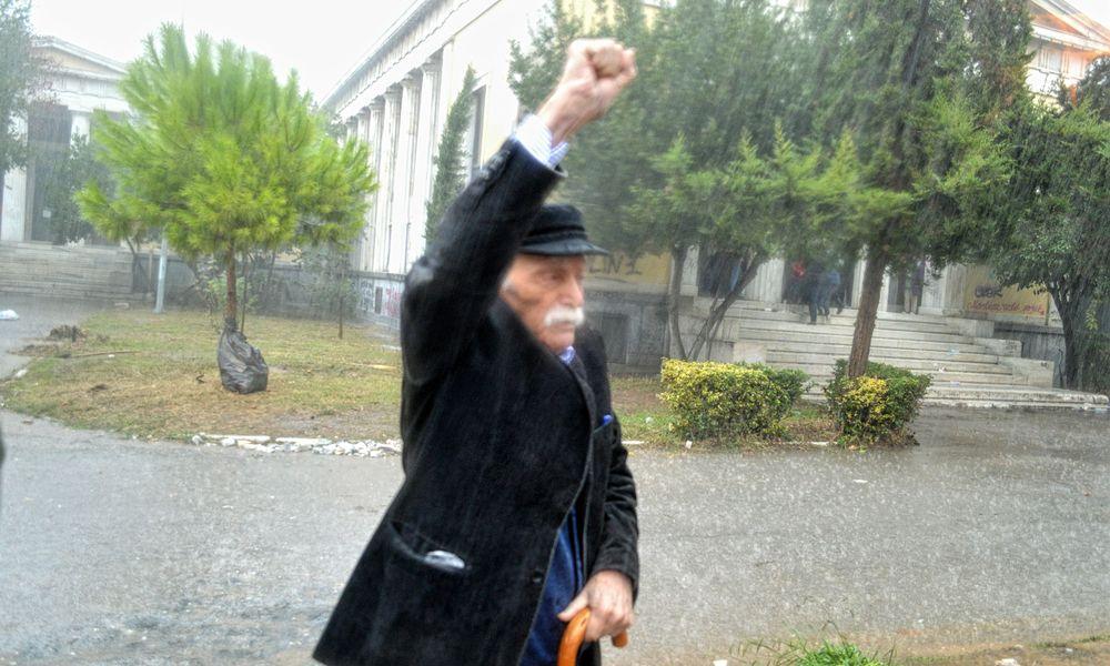Πέθανε ο αγωνιστής της Αριστεράς Μανώλης Γλέζος