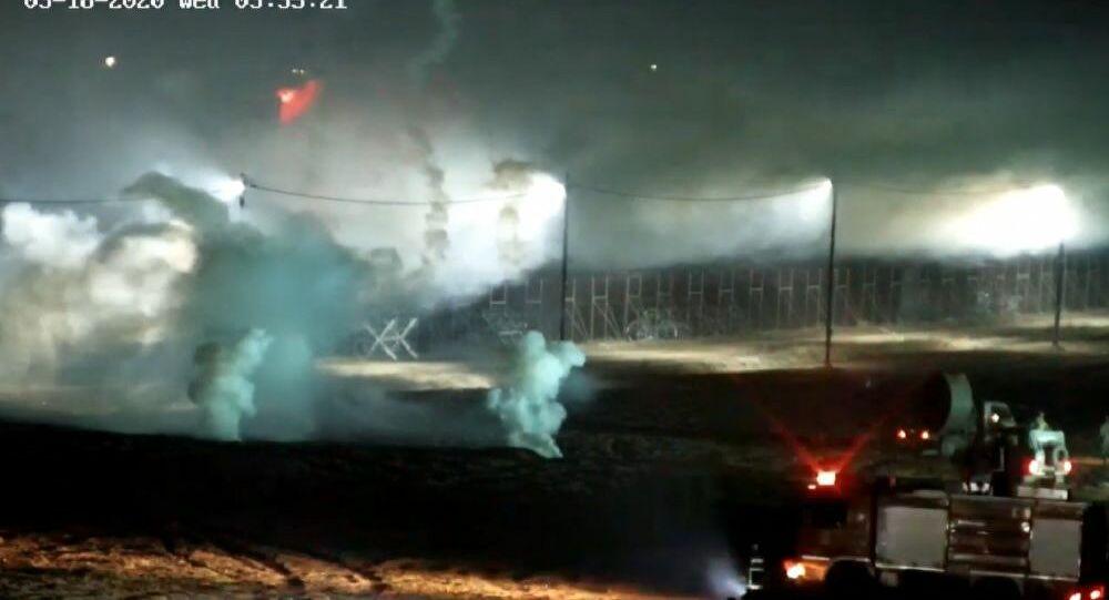 Βίντεο ντοκουμέντο από τον Έβρο: Μετανάστες πετούν καπνογόνα