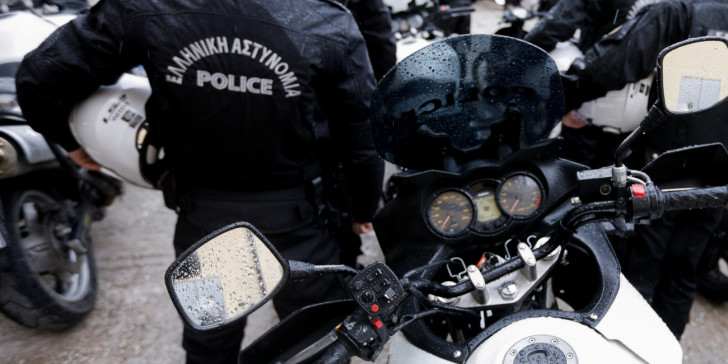 Ηράκλειο: Χειροπέδες γιατί πιάστηκαν να… ξαφρίζουν σούπερ μάρκετ