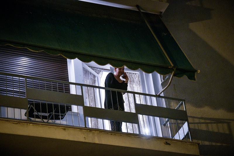 Βγήκε στο μπαλκόνι και τραγούδησε Λένα Ζευγαρά