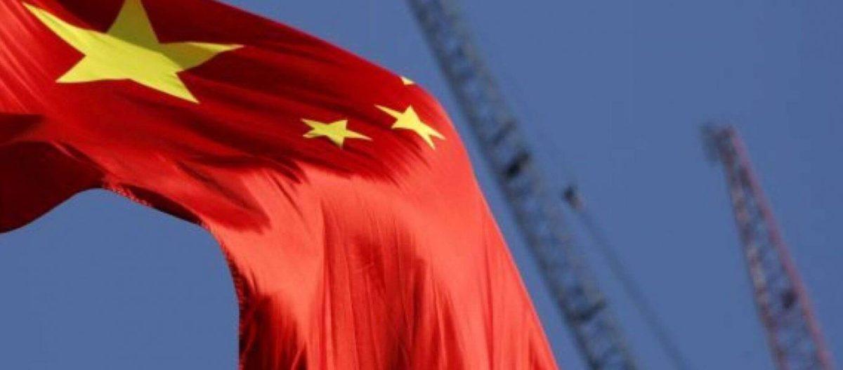 Ιταλική οργή: Κατεβάζουν τις σημαίες της ΕΕ και ανεβάζουν τις σημαίες της Κίνας και της Ρωσίας!