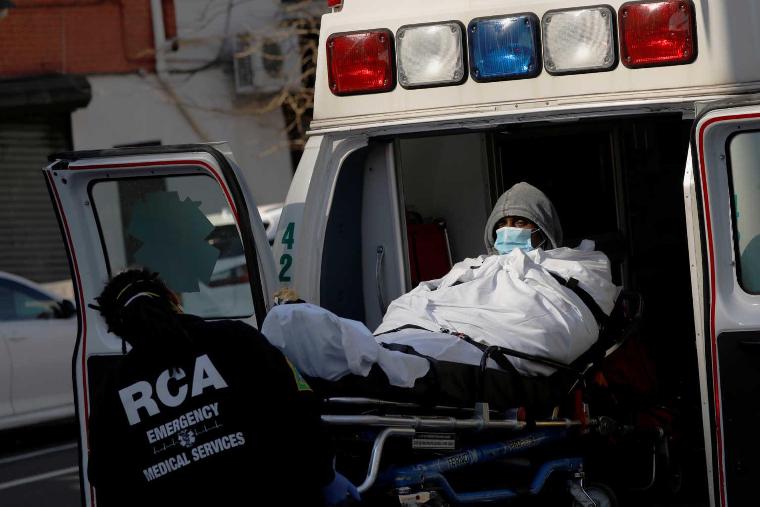 Μακελάρης κορονοϊός και στις ΗΠΑ – Ρεκόρ θανάτων με 345 θύματα σε μια μέρα