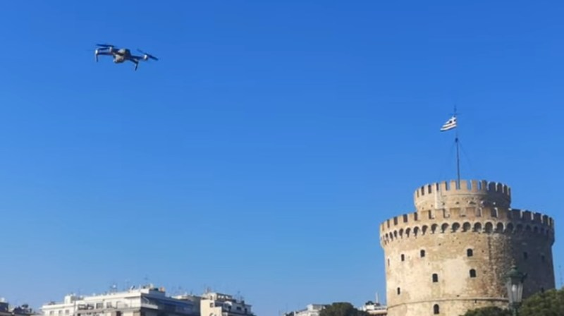 Κορωνοϊός: Με drone «αδειάζουν» την παραλία της Θεσσαλονίκης