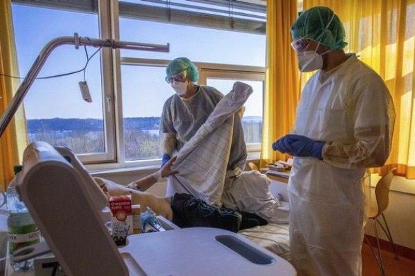 Γιατί στη Γερμανία πεθαίνουν λιγότεροι από τον κορωνοϊό