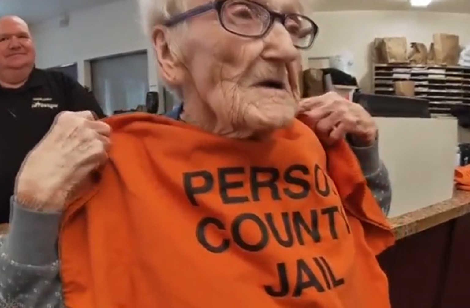 Ηλικιωμένη έκλεισε τα 100 και… μπήκε φυλακή! [pics]
