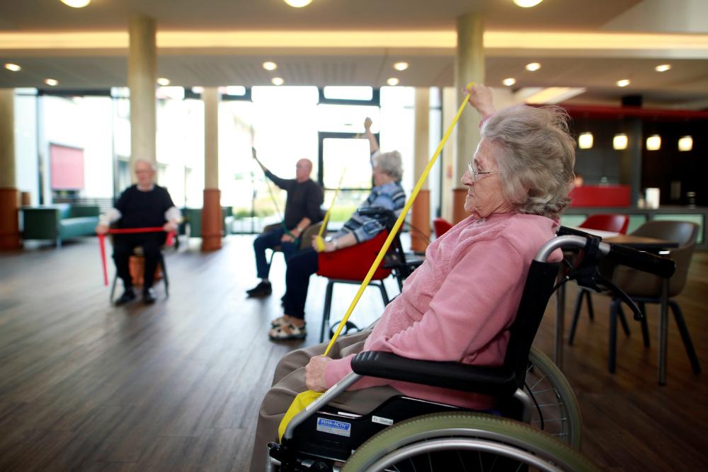 Κορωνοϊός: Συναγερμός για τους οίκους ευγηρίας – Ηλικιωμένοι «σβήνουν» αβοήθητοι σε γηροκομεία