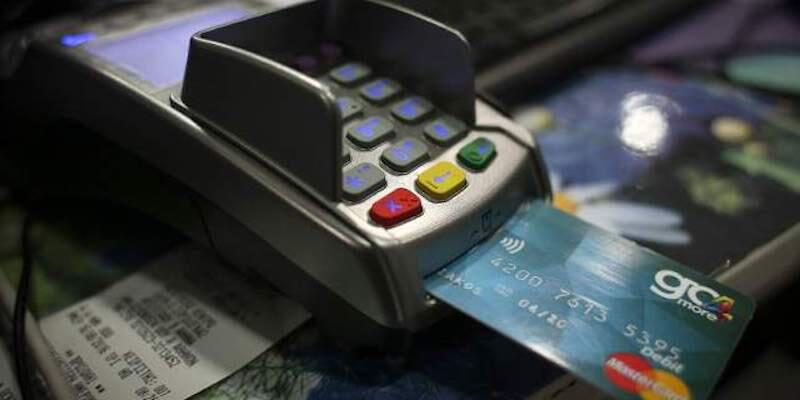 Χαλκιδική: Ψώνιζε και «σήκωνε» χρήματα με πέντε κλεμμένες κάρτες