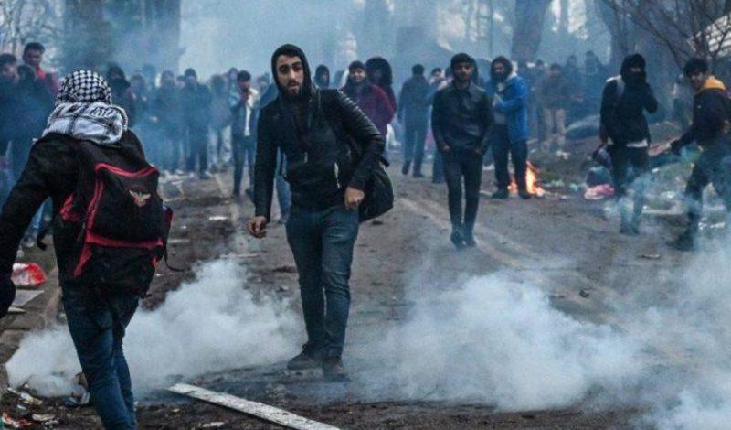 Εβρος: «Καταθέτουν τα όπλα» οι «μετανάστες»- Απομακρύνονται από τα σύνορα με την Ελλάδα