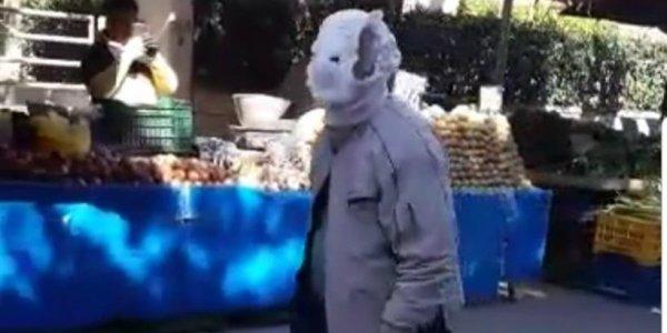 Κορονοϊός: Με πάνα – βρακάκι για προστασία πήγε σε λαϊκή αγορά να κάνει τα ψώνια του