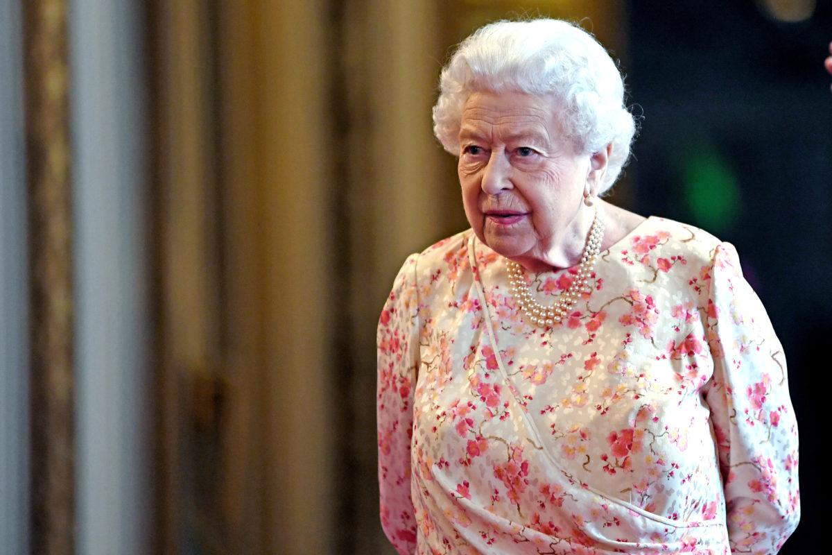 Βασίλισσα Ελισάβετ: Στενός συνεργάτης της βρέθηκε θετικός στον κορονοϊό – Ανησυχία στο παλάτι