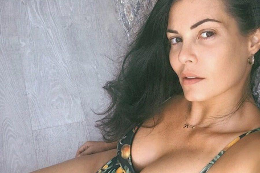 Μαρία Κορινθίου: Βγήκε στο μπαλκόνι μόνο με το σουτιέν της