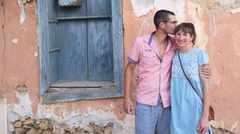 Το ζευγάρι που άφησε μισθό 25.000 στην Βρετανία για να μετακομίσει στην Κρήτη