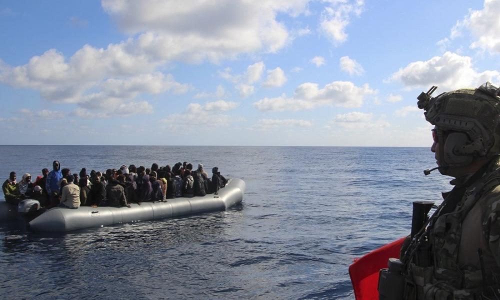 Συνωστισμός στα τουρκικά παράλια: Λεωφορεία μεταφέρουν μαζικά μετανάστες