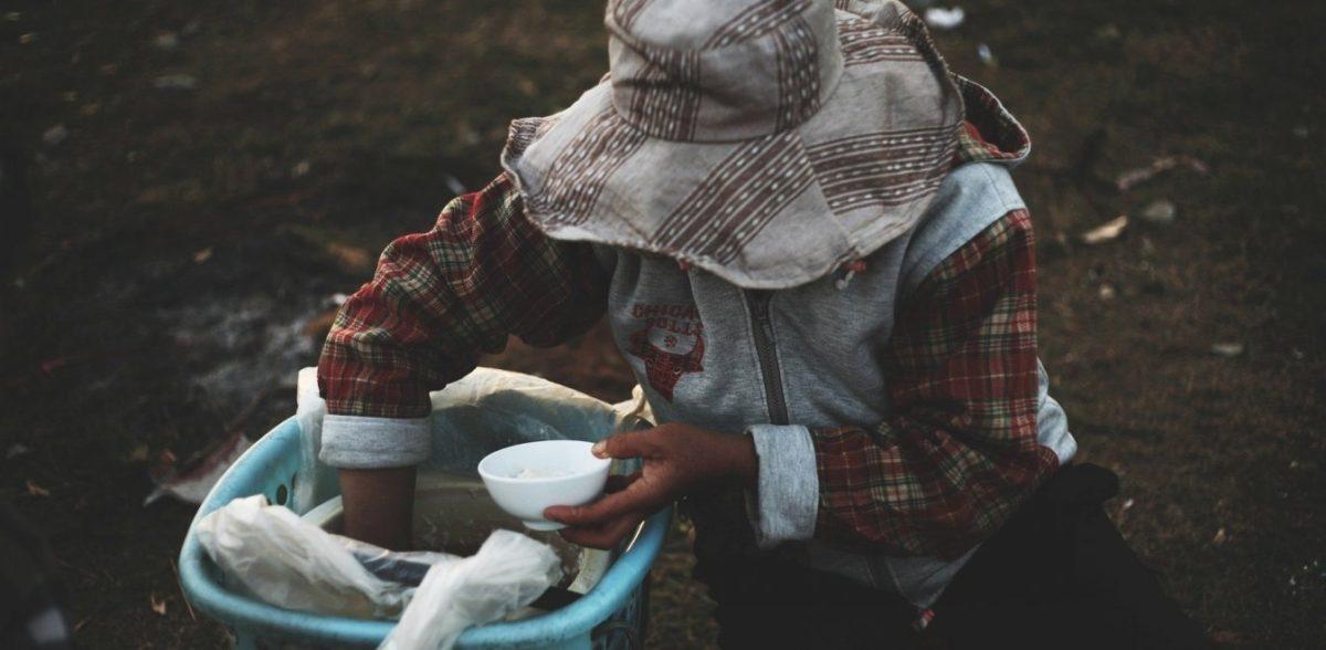 ΜΚΟ προειδοποιεί: Ο κορονοϊός απειλεί να βυθίσει στη φτώχεια μισό δισ. ανθρώπους