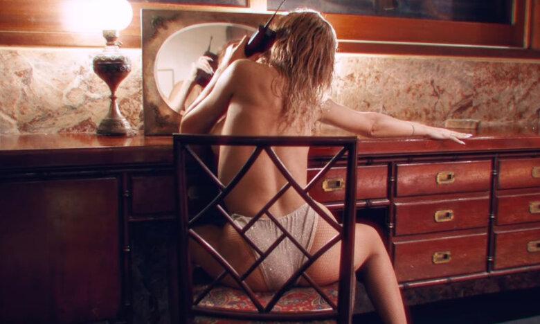 YAYO: Topless και με στρινγκ η Φουρέιρα στο νέο της video clip (pics)