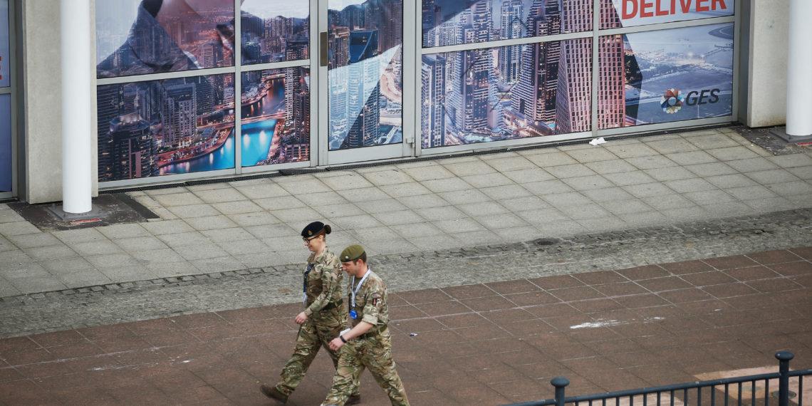 Η Βρετανία ρίχνει τον στρατό στη μάχη κατά του κορονοϊού