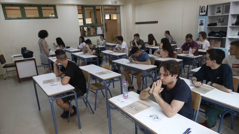 Εξετάσεις σε αμφιθέατρα ΑΕΙ ή 10 μαθητές ανά αίθουσα: Τα σενάρια για τις Πανελλήνιες