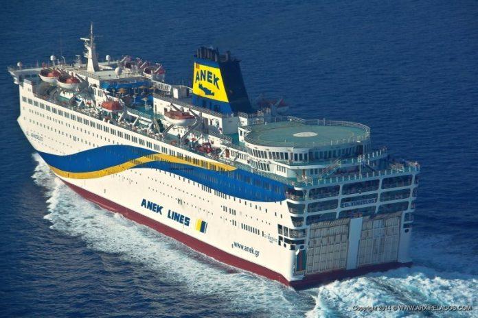 """""""Έδεσε"""" στο λιμάνι του Πειραιά το Ελ. Βενιζέλος, με 119 κρούσματα κορωνοϊού"""