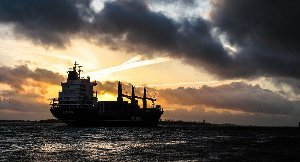 Ο Τραμπ δεν απέκλεισε το ενδεχόμενο δασμών στο ξένο πετρέλαιο – Χαρακτήρισε «παράνομο» τον OPEC