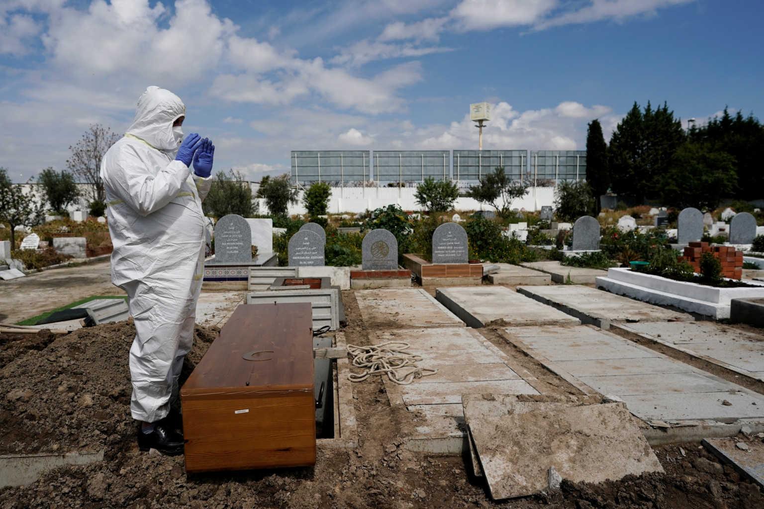"""""""Πόλεμος"""" στην Ευρώπη: Πάνω από 60.000 τα θύματα του κορονοϊού"""