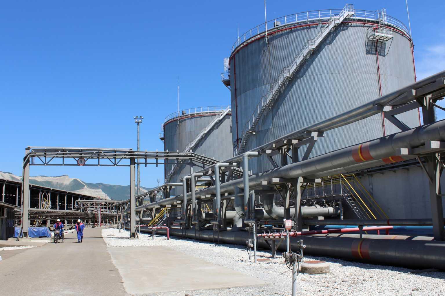 """""""Καταρρέει"""" το πετρέλαιο – Πτώση πάνω από 65% στα συμβόλαια Ιουνίου στο αργό"""