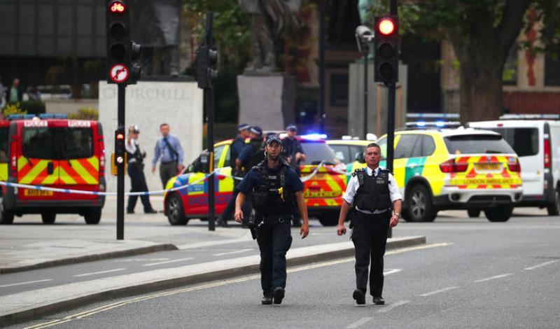 Κορωνοϊός: Εφιάλτης με ακόμα 881 νεκρούς στη Μ. Βρετανία