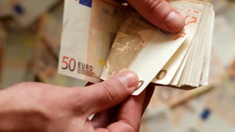 Παράταση και το Μάιο για το επίδομα των 800 ευρώ