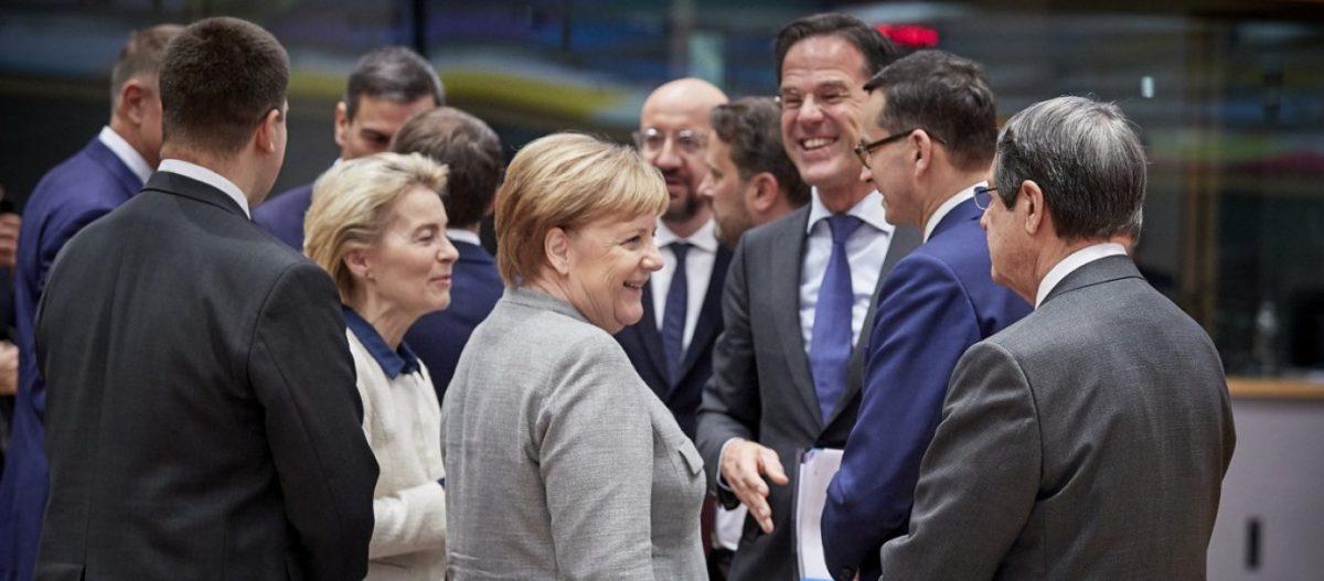 Το Βερολίνο κλείνει οριστικά την πόρτα στο ευρωομόλογο: «Όποιος θέλει να δανειστεί να μπει σε Μνημόνιο»!