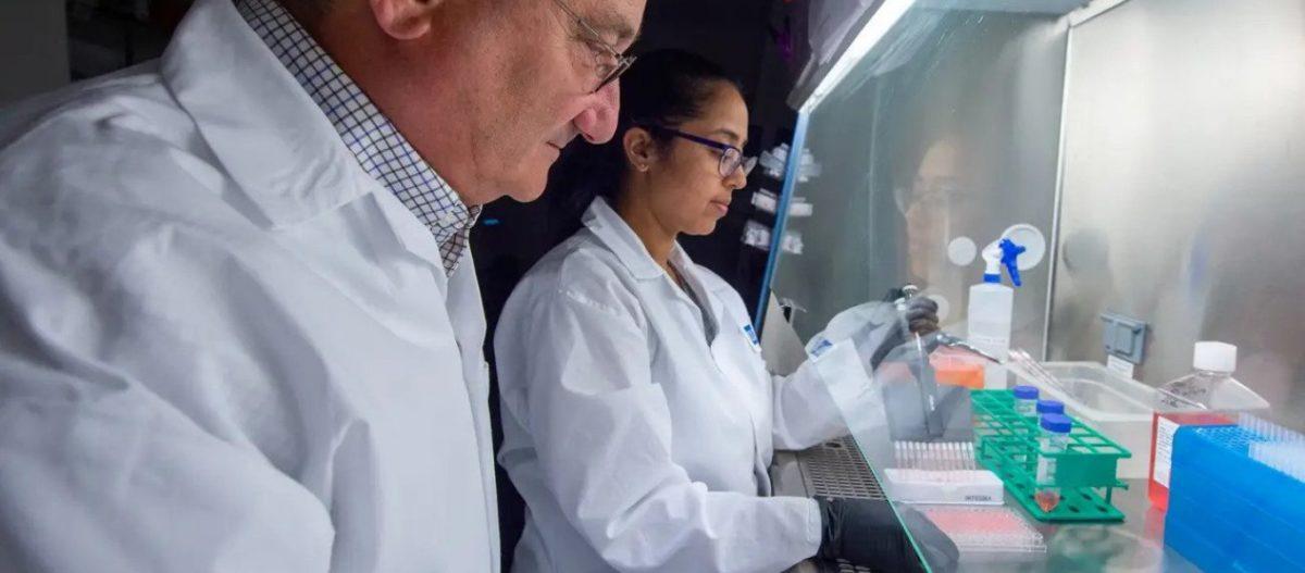 Σήμερα η πρώτη δοκιμή του εμβολίου του Γκέιτς για τον COVID-19- Πως εμπλέκεται ο εμπνευστής του «ψηφιακού σφραγίσματος»