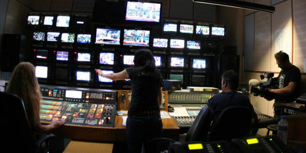 Ποιοι επιστρέφουν και ποιοι «μπαίνουν στον πάγο» στη tv – Πώς ο κορωνοϊός ανέτρεψε το τηλεοπτικό πρόγραμμα