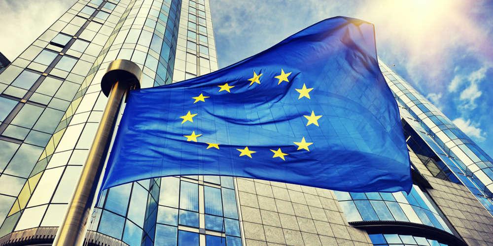Σκληρή παρτίδα πόκερ στο Eurogroup – Ολονύχτιο παζάρι και μάχη Βορά και Νότου για την οικονομική έξοδο από την πανδημία