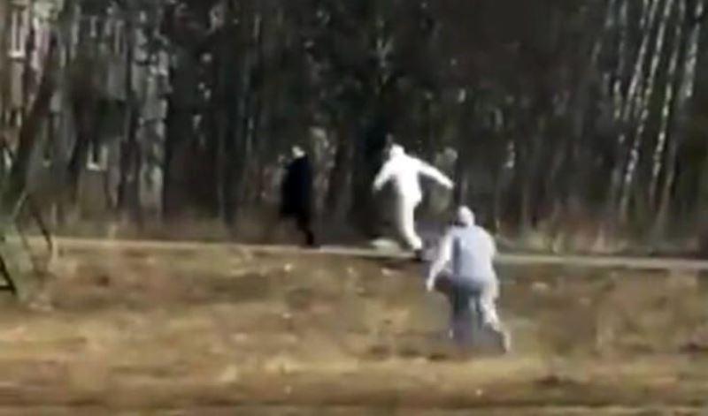 Ήταν ύποπτος για κρούσμα κορωνοϊού και έτρεχε να ξεφύγει από το πλήρωμα ασθενοφόρου