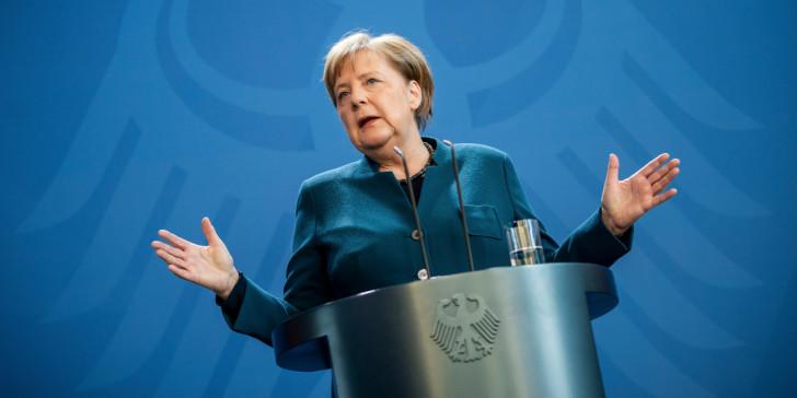 Ένα βήμα πίσω από το Βερολίνο μετά τις αντιδράσεις για το χρέος