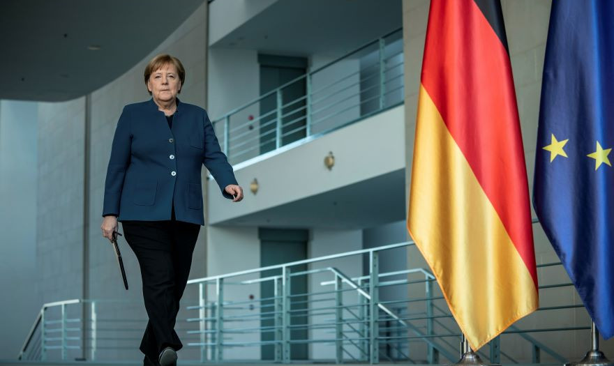 Σάρωσε η Μέρκελ στις δημοσκοπήσεις – Παρέμβαση Σόιμπλε
