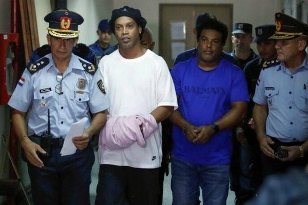 Ο Ροναλντίνιο αποφυλακίστηκε και πλέον θα κλειστεί σε πολυτελή σουίτα