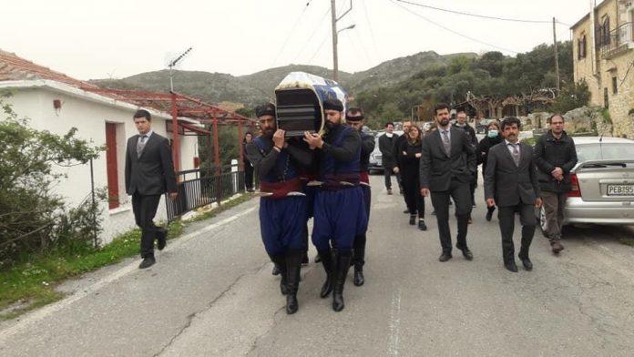 Ο Όμιλος Βρακοφόρων αποχαιρέτισε με ένα χορό τον Στέλιο Κιαγιαδάκη (Pics)
