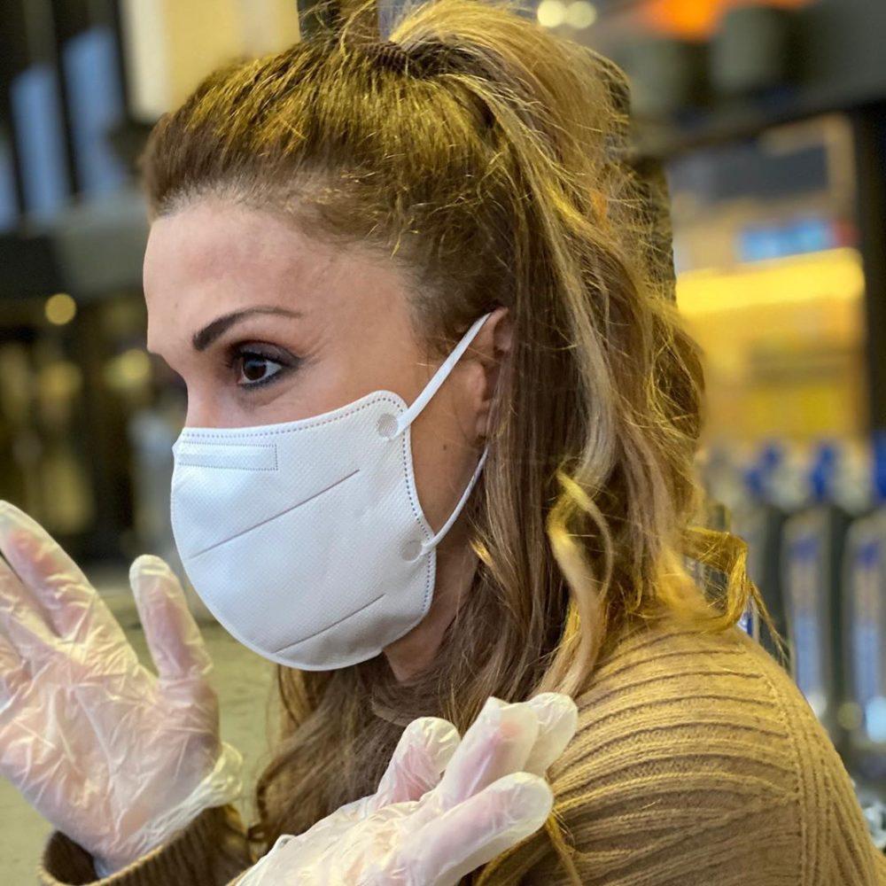 Στέλλα Καλλή: Σοκαρισμένη στο άδειο αεροδρόμιο της Νέας Υόρκης! [pics]