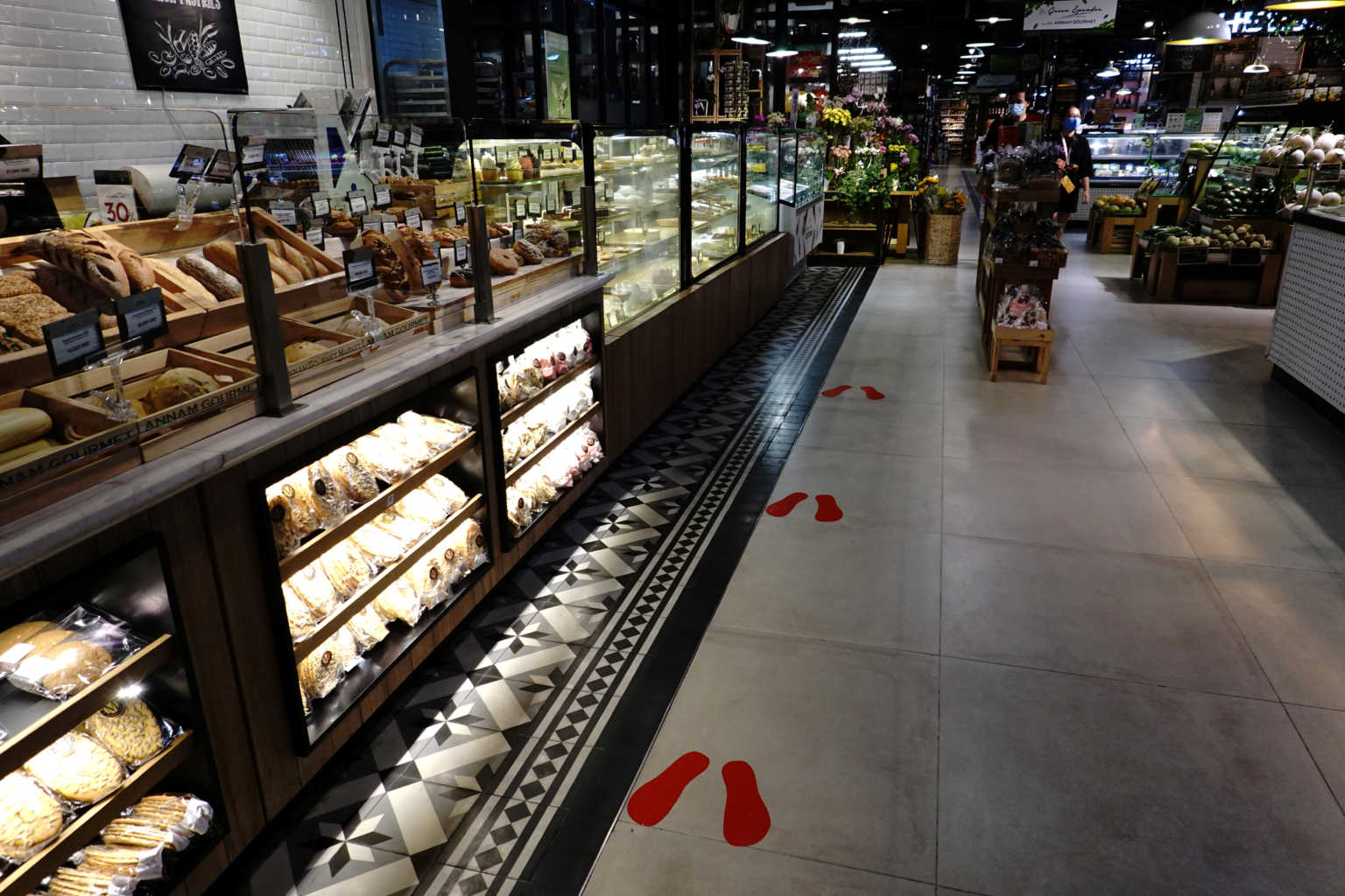 Πήγε στο σούπερ μάρκετ και… έγλειψε τα προϊόντα!