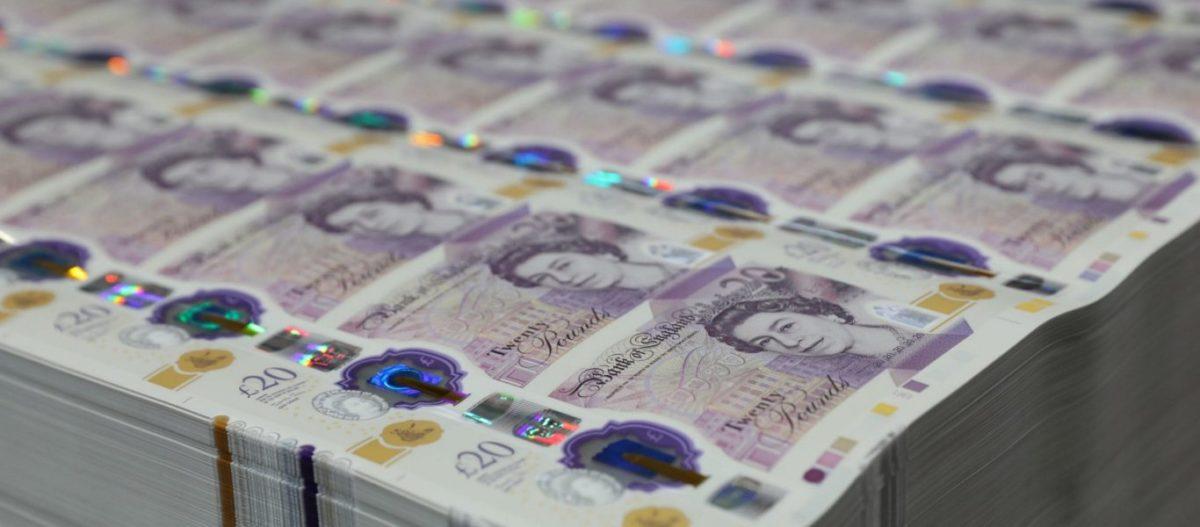 Βρετανία: Η Τράπεζα της Αγγλίας τυπώνει χρήμα για να σώσει την βρετανική οικονομία – Είχε να το κάνει από το 2008!