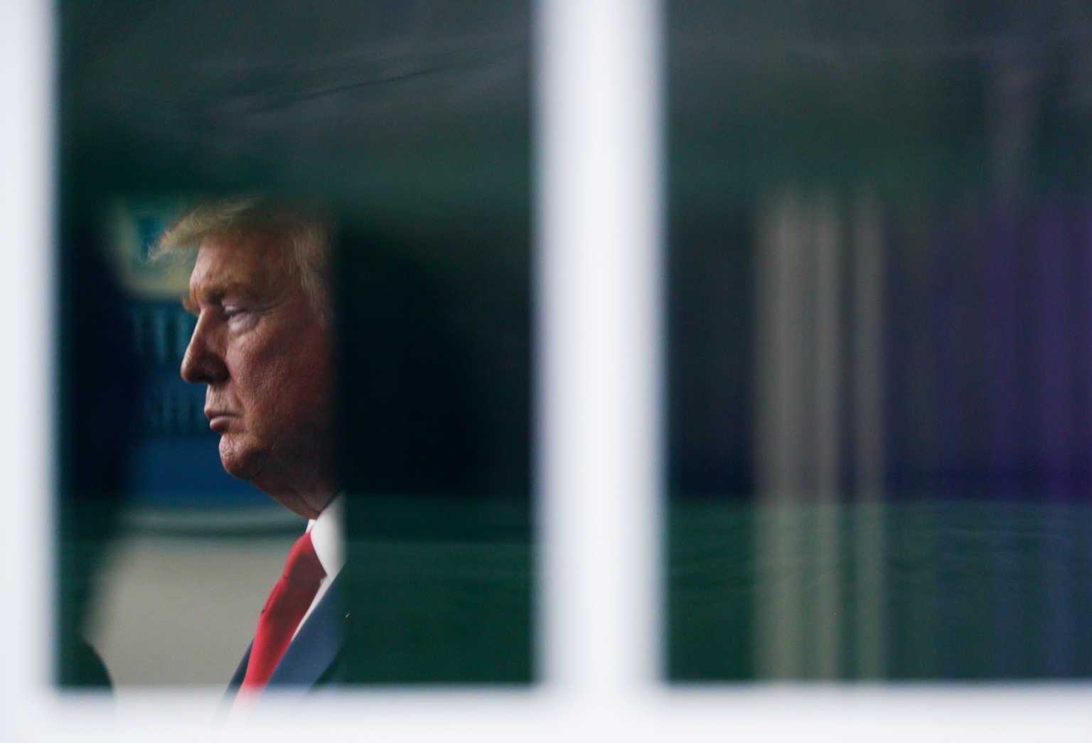 Το… πάτησε ο Τραμπ – Διάταγμα «θωράκισης» όσο ο όλεθρος κλιμακώνεται