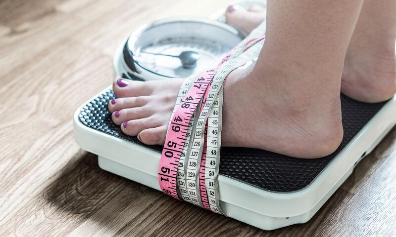 «Κόλλησε» η ζυγαριά; Γιατί δεν χάνετε βάρος & τι πρέπει να κάνετε (εικόνες)