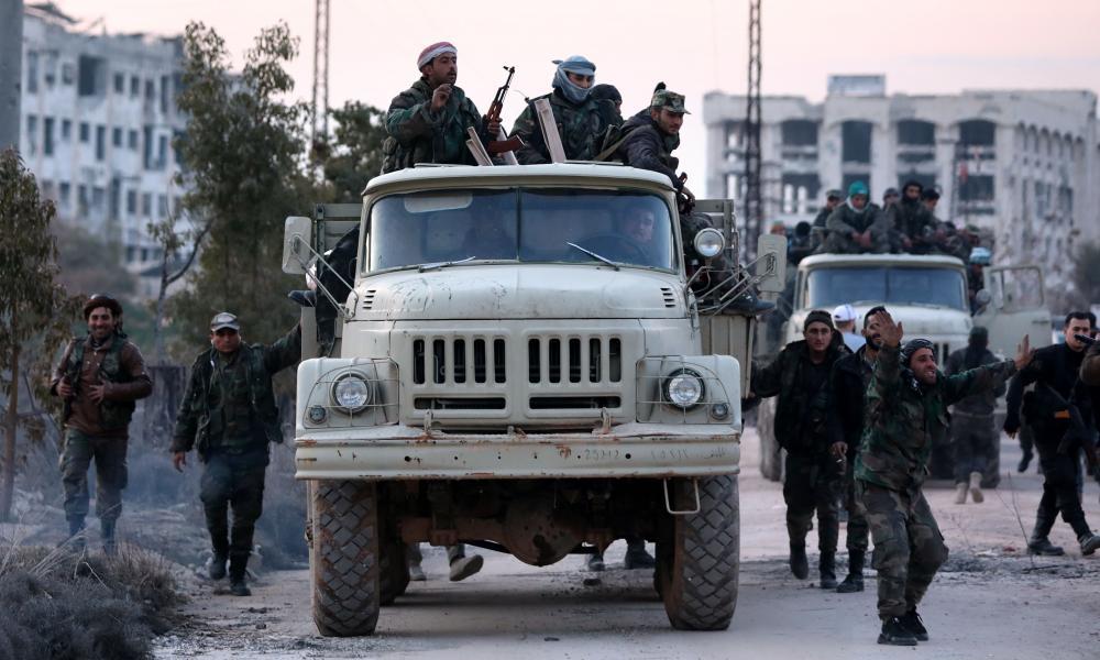 Ιντλίμπ: Ο Άσαντ καραδοκεί και οι Τούρκοι μεταφέρουν οπλισμό
