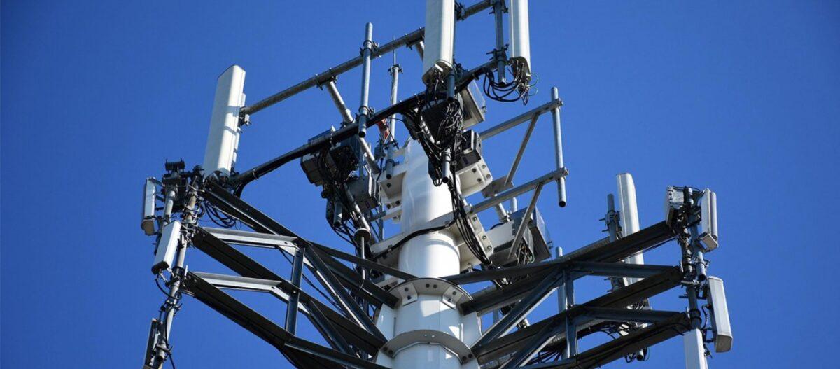 Μαζικές επιθέσεις κατά του δικτύου 5G στην Βρετανία – Παρανάλωμα του πυρός πάνω από 50 κεραίες