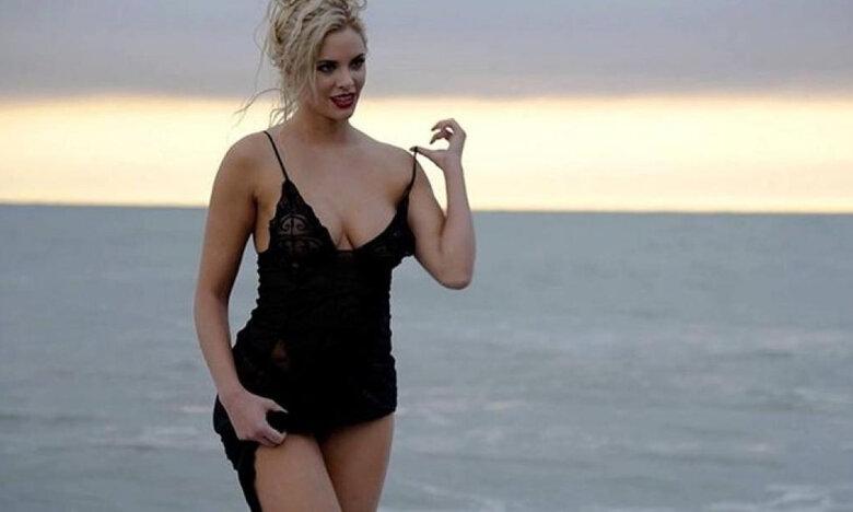 «Κόλαση» η Ρία Αντωνίου – Σήκωσε την φουστίτσα της μέσα σε μαγαζί και μας τα έδειξε όλα