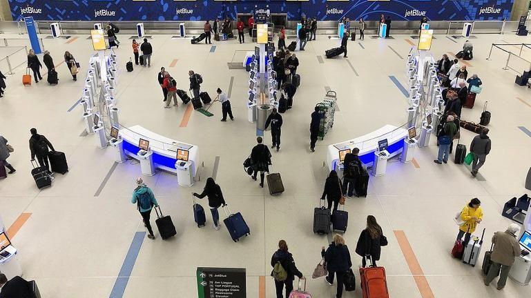 Επανεκκίνηση των ταξιδιών και του τουρισμού σχεδιάζει η Κομισιόν