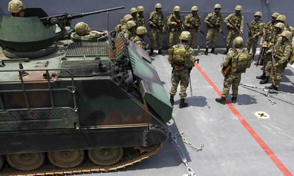 Σε πολεμική ετοιμότητα οι Τούρκοι πεζοναύτες στη Σμύρνη