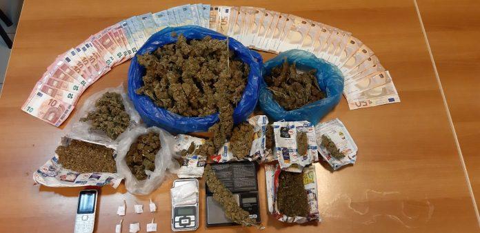 Τους τσάκωσαν πάνω στο νταλαβέρι – H έρευνα αποκάλυψε πολλά ναρκωτικά (pic)