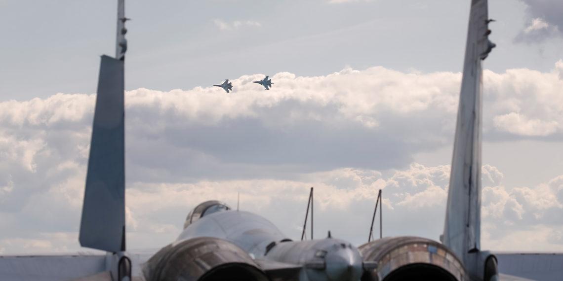 Οι Ρώσοι αρνούνται πως έχουν στείλει στρατό στη Λιβύη την ώρα που ο Χάφταρ πανηγυρίζει την άφιξη των μαχητικών